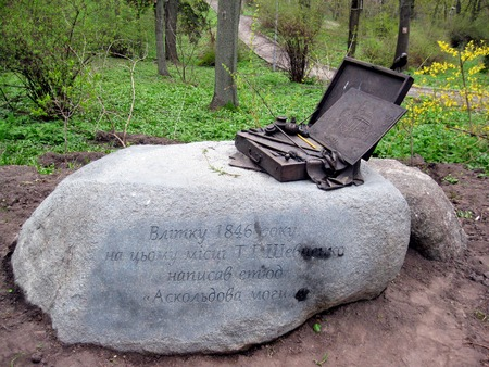 national poet: New monument to famous Ukrainian national poet Taras Shevchenko in the place where he drew a sketch painting Askold  grave   Kyiv   Ukraine