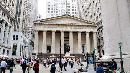 federal hall: Facade of the Federal Hall with Washington Statue on the front, Manhattan, New York City