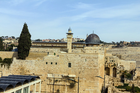 mount of olives: Al Aqsa Mosque, the third holiest site in Islam, with Mount of Olives in the background in Jerusalem, Israel.