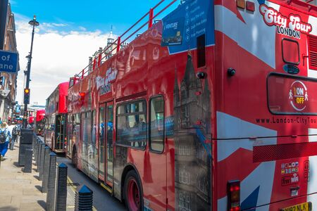 bus anglais: Double-decker tourist bus in the central London at summer day time