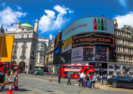 tdk: View of Piccadilly Circus with unidentified tourists and locals in London. Billboards famous brands have been here for at least 20 years and are considered symbols of famous square. London, UK