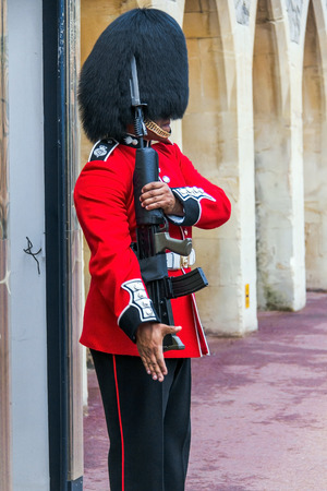 windsor: Windsor castle -  The Queens Guard is the contingents of infantry and cavalry soldiers charged with guarding the official royal residences. Windsor,UK