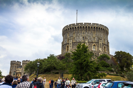 king edward: Unidentified visitors near Donjon   or Edward tower - the great tower or innermost keep of a Medieval Windsor Castle. Windsor Castle is a royal residence at Windsor in the English county of Berkshire. It was built in 1066 by William the Conqueror and it i Editorial