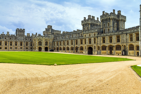 Exterior stone medieval residential complex with courtyard inside Windsor Castle. Windsor Castle is a royal residence at Windsor in the English county of Berkshire.It was built in 1066 by William the Conqueror and it is the longest-occupied palace in Euro Redakční