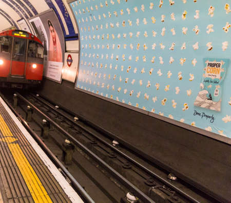kensington: Train arrives at the South Kensington Metropoliten and District Railway station. London