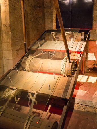 henry: Copy of reared, instruments of torture in the basement of the tower  Wakefield at Tower of London. The Wakefield Tower was built by King Henry III between 1238 - 1272. London Editorial