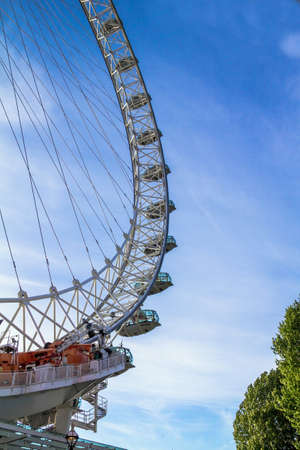 eye traveller: LONDON, UK - JUNE 6, 2015: London Eye . London Eye is a giant Ferris wheel situated on the banks of the River Thames