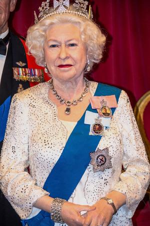 마담 투소 왁스 박물관에서 여왕 엘리자베스 II 입상 : 런던, 영국 - 2015년 6월 7일. 에디토리얼