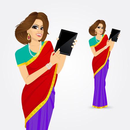vrouw met tablet: Portret van de traditionele Indische vrouw met behulp van een tablet-computer die over een witte achtergrond