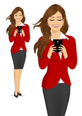 socializando: retrato de la hermosa mujer de negocios utilizando los teléfonos móviles de socialización en internet aislado en blanco backdround