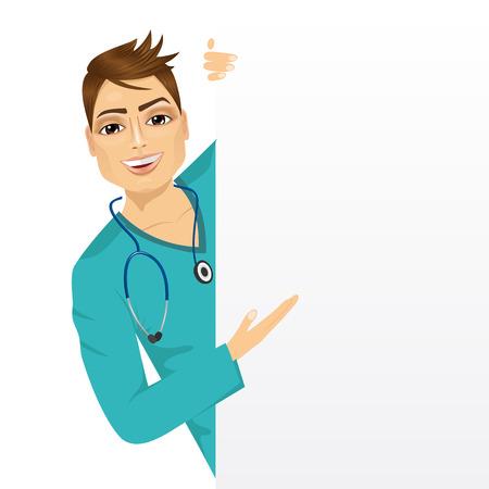 portrait d'infirmière beau mâle furtivement d'une carte de présentation vierge et de montrer quelque chose sur elle