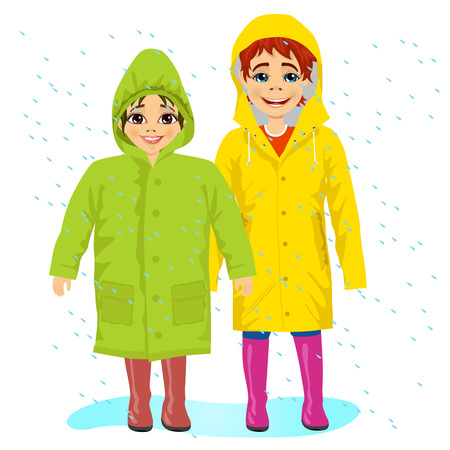 兄と妹が雨の中で raingcoats を着て