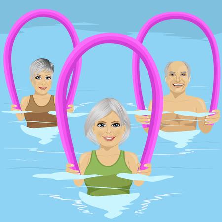 Personas mayores en clase de gimnasia haciendo aeróbic acuático con rodillos de espuma en la piscina en el centro de ocio