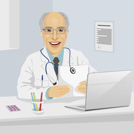 Mannelijke oudste arts die medisch voorschrift zitten in het kantoor met laptop