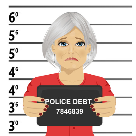 Arrested senior woman posing for a mugshot holding a signboard Vectores