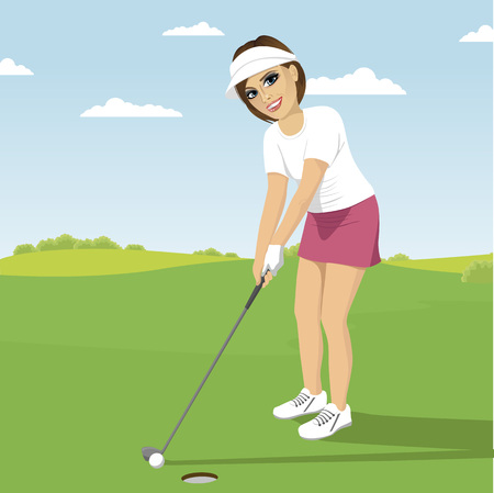녹색 코스에 총을 쏘고 준비 골프를하는 젊은 여자 일러스트