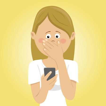 Joven preocupado mujer sosteniendo teléfono móvil recibió mal mensaje cubriendo la boca con su mano