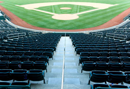 Lege stoelen op een baseball stadion