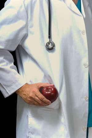 lab coat: Dottore in laboratorio cappotto una mela tirando fuori dalla sua tasca