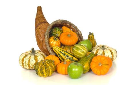 abastecimiento: Cornucopia con los art�culos incluidos ca�da cosecha calabazas, gords, las manzanas y el ma�z