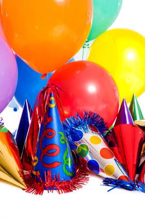 globos fiesta: Fiesta de cumplea�os de fondo con parte sombreros, globos y serpentinas flotantes