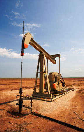 pumpjack: An oil pump or pumpjack on the plains of west Texas, United States of America