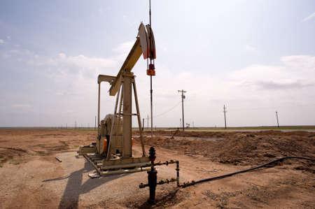 Een oliepomp of pumpjack op de vlakten van west Texas, Verenigde Staten  Stockfoto