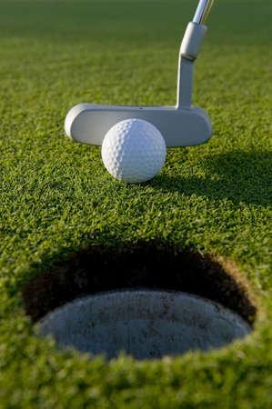 短いは、ボールとパター ゴルフのゲームを入れてください。