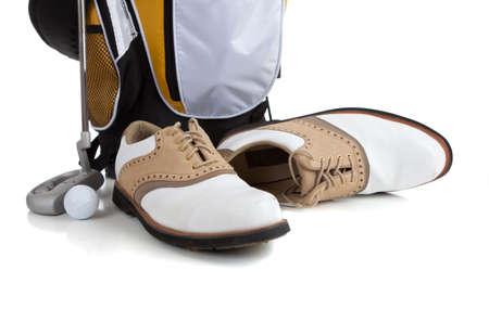 balle de golf: �quipement de golf assortis sur un fond blanc, y compris les chaussures de golf, un club de golf, sac et une balle de golf  Banque d'images