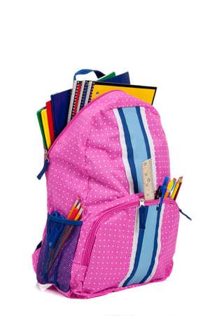 przybory szkolne: Różowa plecak ze szkołą dostaw na białym tle