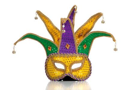 Goud, zilver en groen glittery mardi gra masker op een witte achtergrond