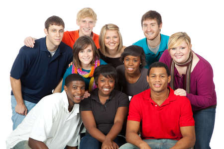 白い背景での幸せの多民族大学生のグループ