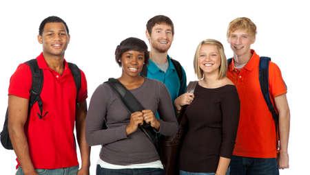 Un groupe d'?tudiants heureux multi-raciale tenant des sacs ? dos sur un fond blanc