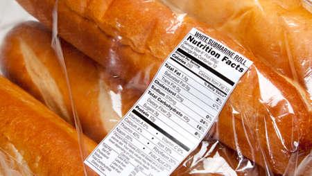 bolsa de pan: Etiqueta de nutrici�n en una bolsa de barras de pan franc�s