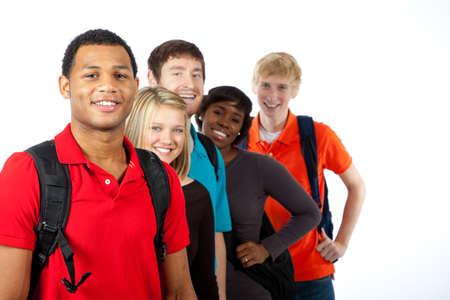 Een multiraciale groep van studenten op een witte achtergrond