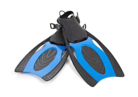 aletas: Un conjunto de aletas buceo azules sobre un fondo blanco