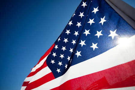 banderas americanas: Gran grupo de banderas para conmemorar un d�a de fiesta nacional, D�a de los Veteranos, D�a de la Independencia, 9 11, etc Foto de archivo