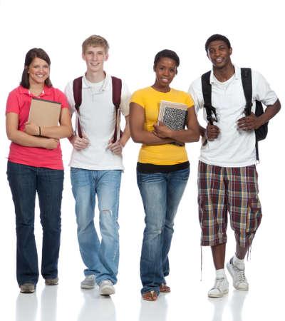 multiracial group: Un grupo de estudiantes universitarios muliethnic, amigos sonrientes que expresan felicidad