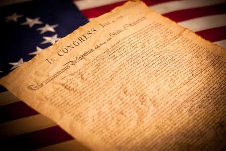 ベッツィー ・ ロスの旗の背景にアメリカ合衆国独立宣言