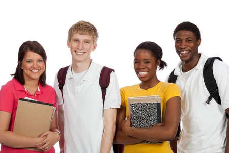 バックパックと白い背景の上の本を持つ多民族大学生のグループ