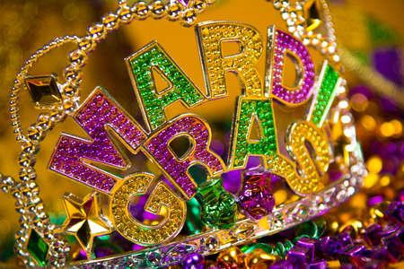 カラフルなマルディグラの王冠の装飾