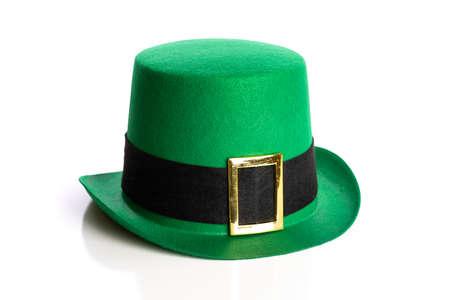 Chapeau de jour de Saint Patrick sur fond blanc. Chapeau de lutin