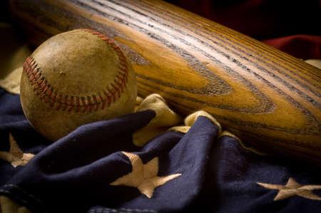 Vintage, antique baseball equipment on American flag bunting 스톡 콘텐츠