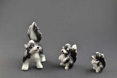 heirlooms: Figurine della famiglia Skunk antichi Archivio Fotografico