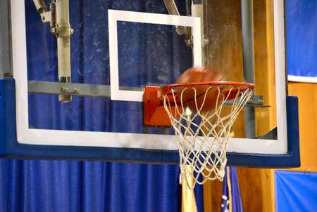 バスケット ボール ネットで撮影 写真素材