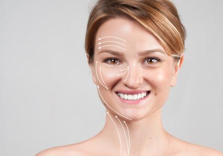 피부 젊 어 짐의 개념입니다. 얼굴 리프트 안티 에이징 치료 - 피부에 얼굴 리프팅 효과를 보여주는 마사지 라인을 가진 여자