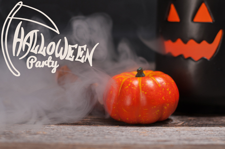 Halloween background spooky pumpkin with smoke in the dark night Banque d'images