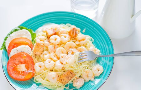 Italian Pasta with shrimps and creamy sauce. Spaghetti and shrimps Standard-Bild