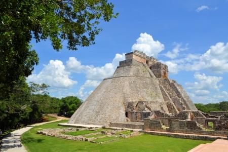 Anicent mayan pyramid of the Magician, Adivino in Uxmal, Yucatan, Mexico Standard-Bild