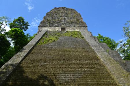 cultura maya: Templo de la cultura maya en Tikal, Guatemala (Temple N � 5) Foto de archivo